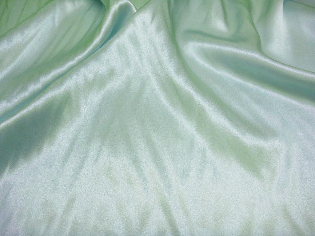 Tkanina jedwabna satyna w kolorze jaśniutkim zielonym, prawie robielona zieleń