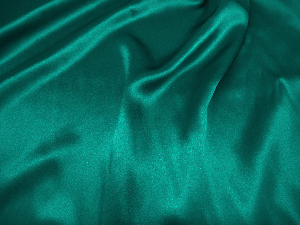 Tkanina jedwabna satyna w kolorze chłodnym zielonym