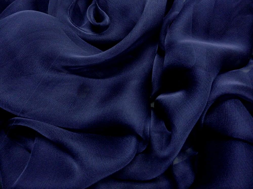 Tkanina jedwabna szyfon mgiełka w kolorze niebieskim