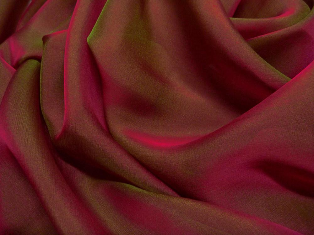 Tkanina jedwabna szyfon opalizujący w kolorze czerwonym