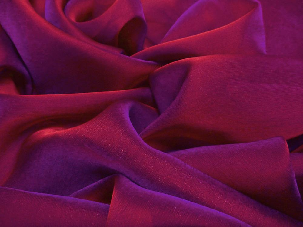 Tkanina jedwabna szyfon opalizujący w kolorze fioletowym
