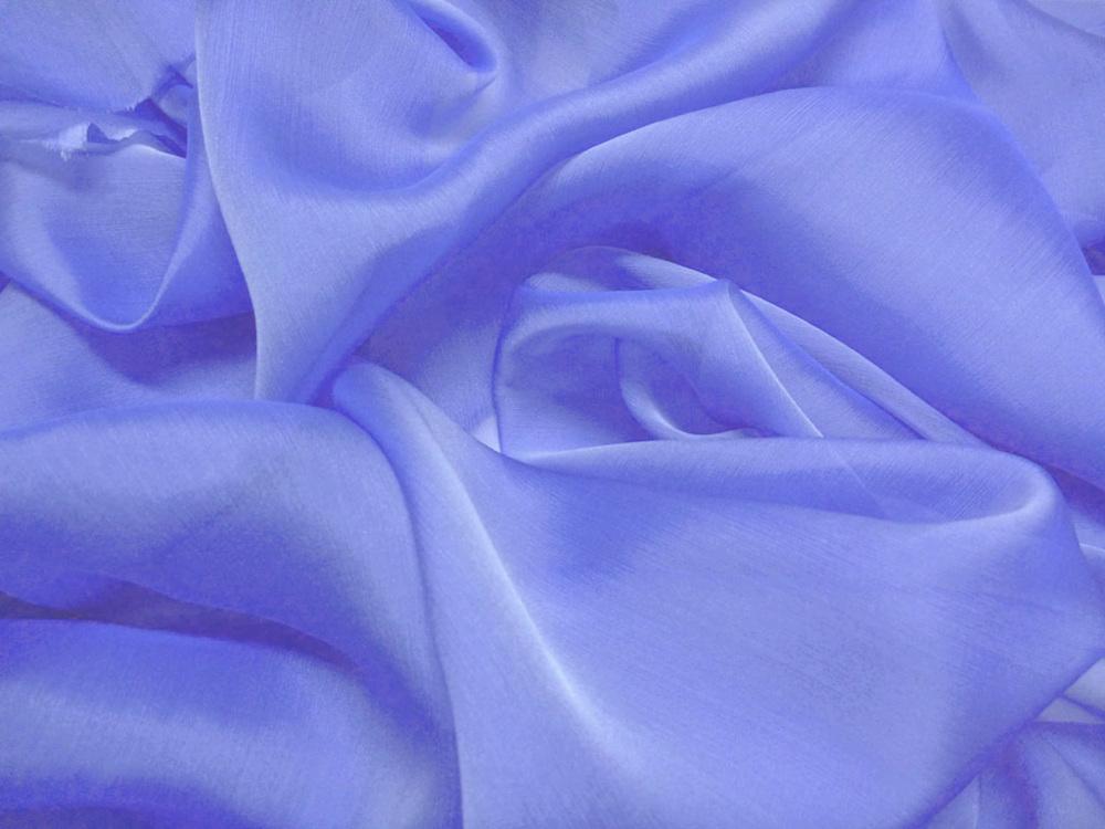 Tkanina jedwabna szyfon opalizujący w kolorze niebieskim